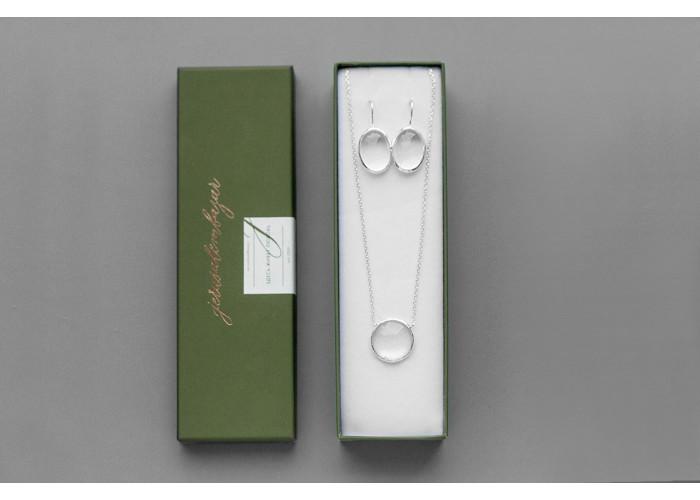 Серьги овальные со средним горным хрусталём // серебро