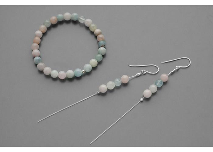 Комплект: браслет со средними бусинами и серёжки-цепочки c бериллами // серебро