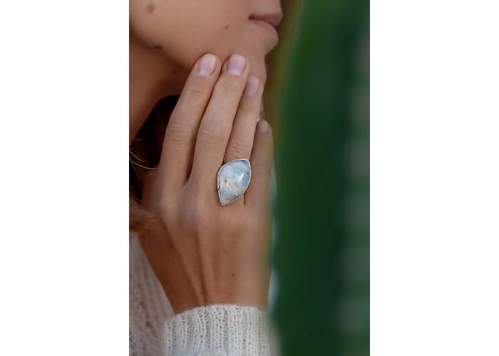 Кольцо с листиком лунного камня // серебро