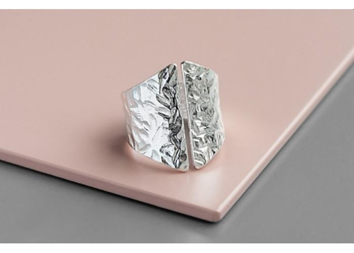 Кольцо мятый корсет // серебро