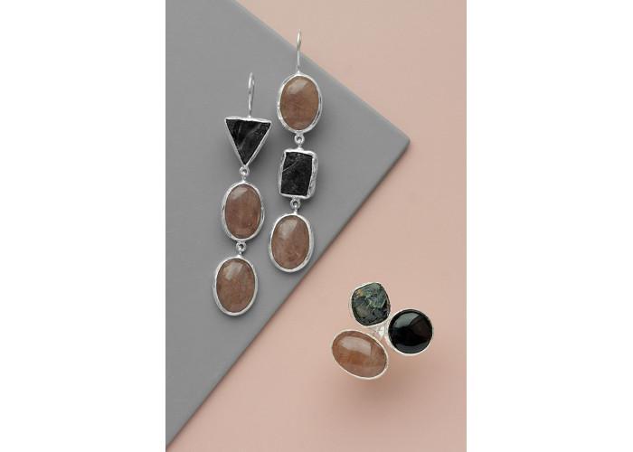 Кольцо с солнечным камнем, агатом и шпинелью // серебро