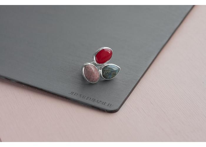 кольцо с родонитом, красным жадеитом и лабрадоритом // серебро