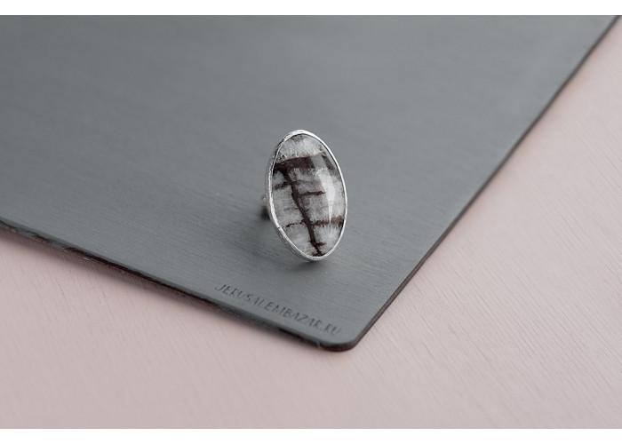 кольцо овальное с железным кварцем // серебро