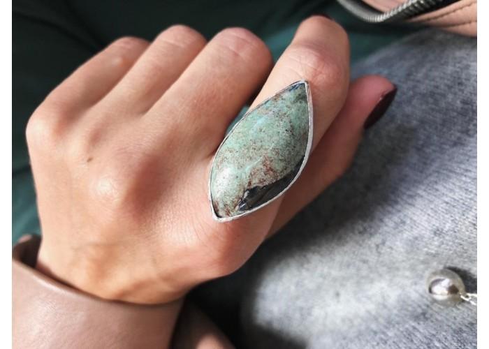 кольцо с листиком фуксита // серебро