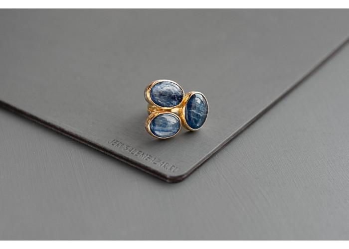 кольцо с овальными кианитами // позолота