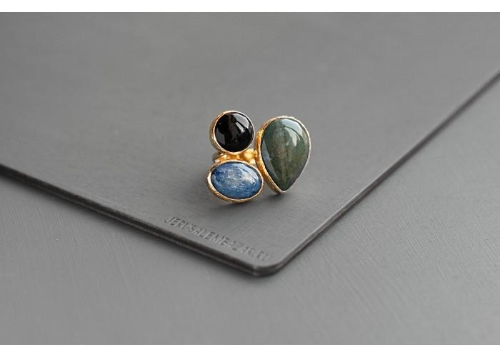 кольцо с яшмой, кианитом и чёрным агатом // позолота
