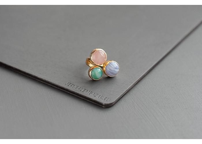 кольцо с сапфирином, зелёным агатом и розовым кварцем // позолота