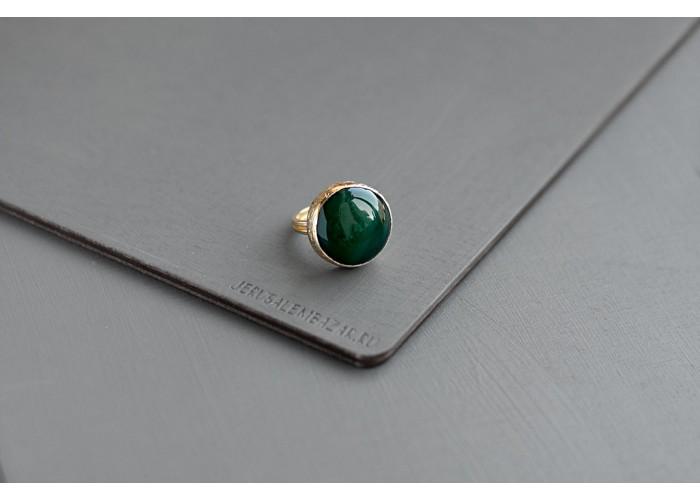 кольцо круглое с зелёным агатом // позолота