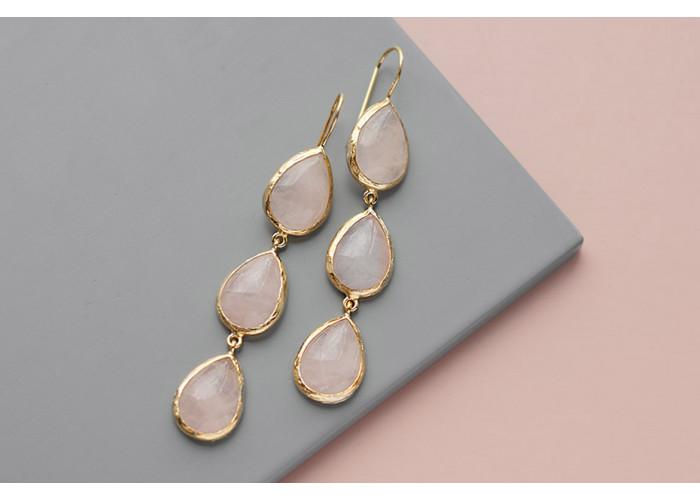 серёжки с каплями розового кварца // позолота