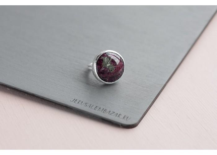 кольцо круглое с эвдиалитом // серебро