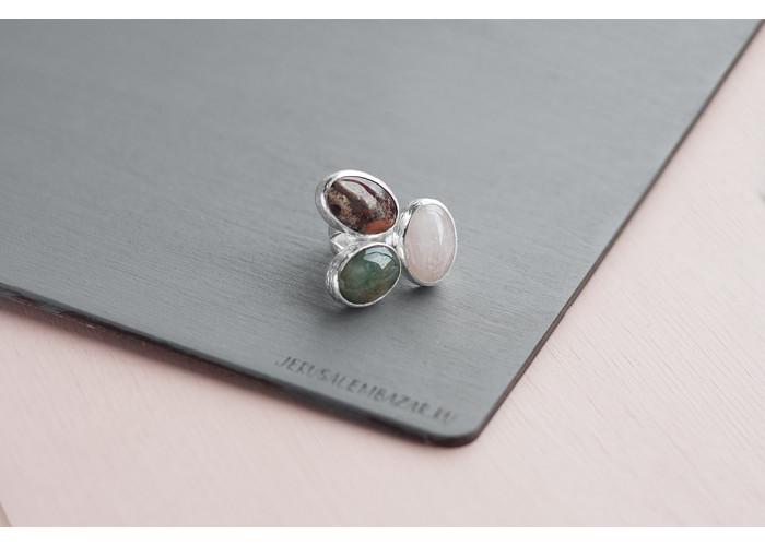 кольцо с розовым кварцем, зелёной и коричневой яшмой // серебро
