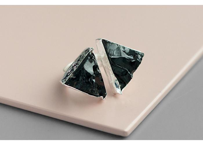 Кольцо с двумя треугольниками шпинели // серебро