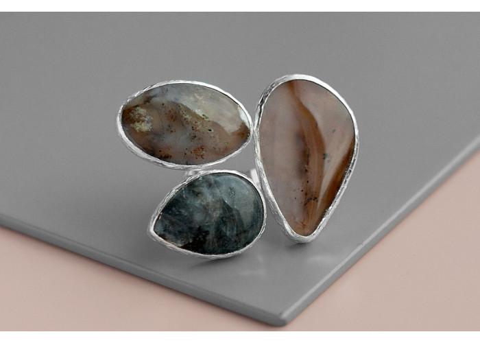 Кольцо с моховыми агатми и лабрадоритом // серебро