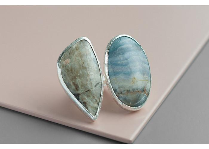 Кольцо с овальным флюоритом и гелиолитом // серебро