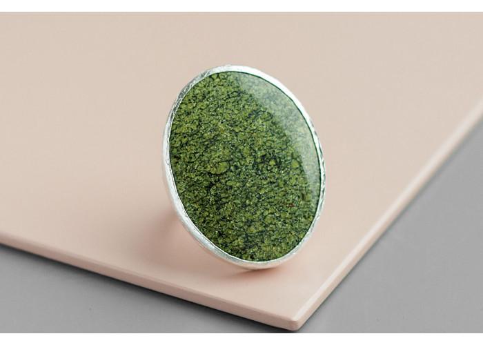 Кольцо с овальным плоским змеевиком // серебро
