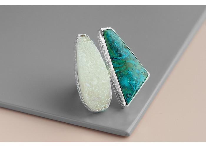Кольцо с друзой кварца и хризоколлой // серебро