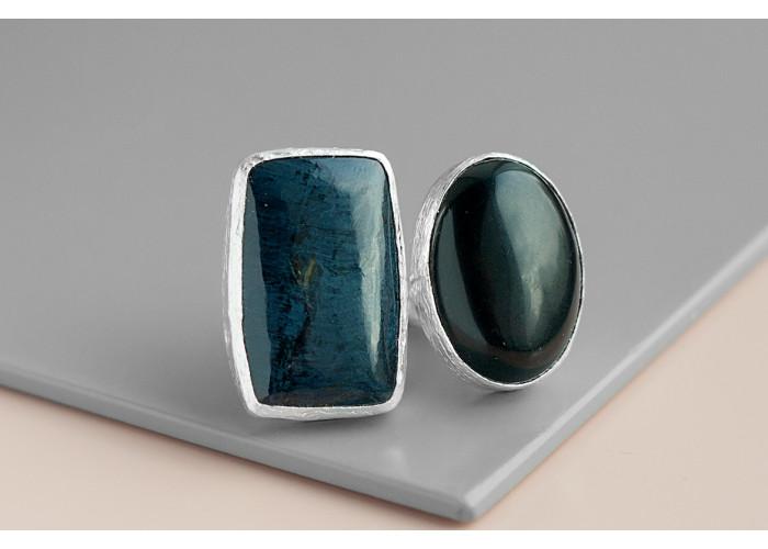Кольцо с овальным чёрным агатом и родуситом // серебро