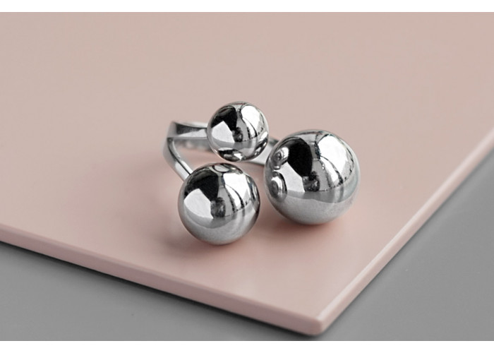 Кольцо с тремя шариками глянцевое // серебро