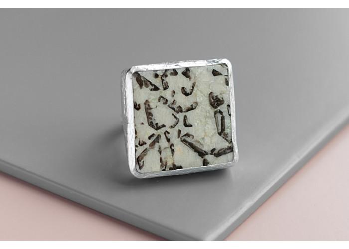 Кольцо квадратное с пегматитом // серебро