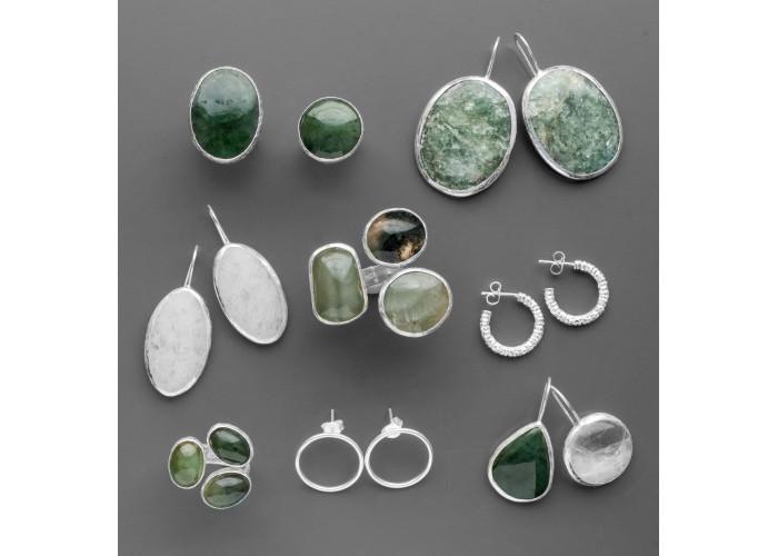 Кольцо с тремя нефритами // серебро