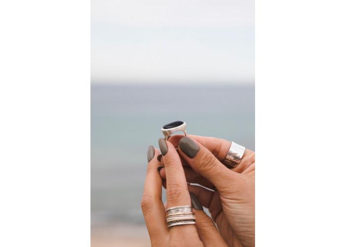 Кольцо с овальным чёрным агатом // серебро