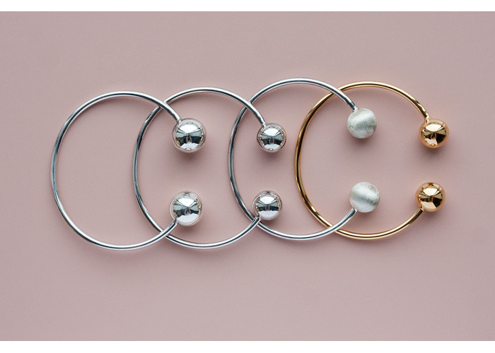 Браслет с двумя шариками 10 мм // серебро