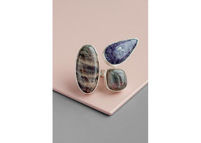 Кольцо с лунным камнем и лепидолитом // серебро