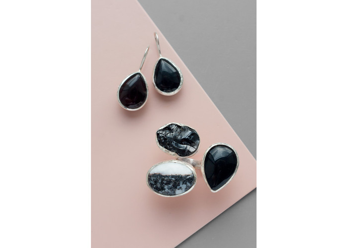 Комплект: серёжки с чёрным агатом и кольцо с чёрным агатом, яшмой и шпинелью // серебро