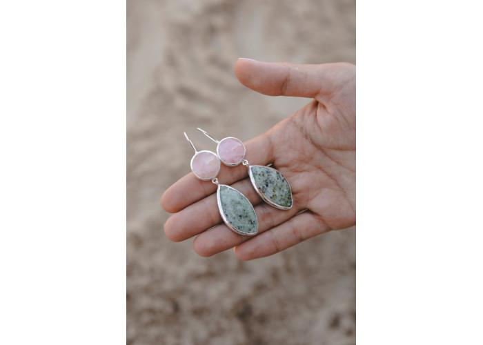 Серёжки с розовым кварцем и листиком лиственита // серебро