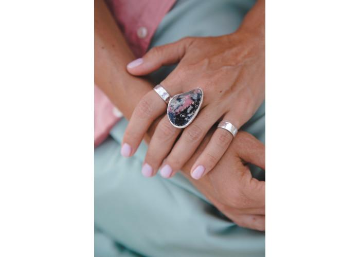 Кольцо с родонитом // серебро