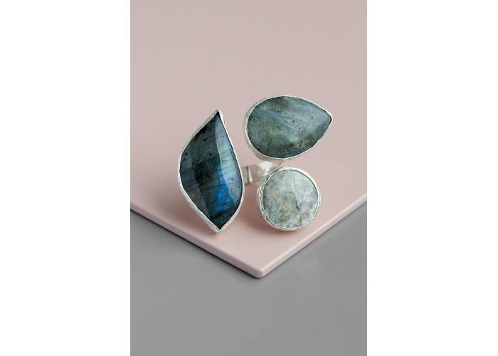 Кольцо с лабрадоритами и солнечным камнем // серебро