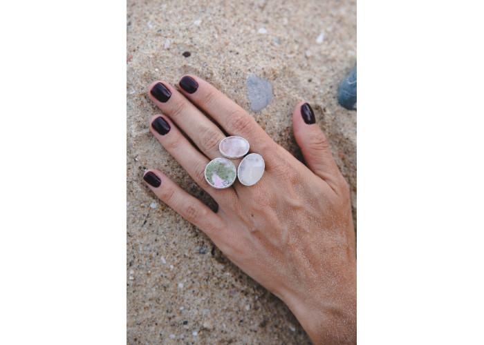Кольцо с пьемонтитом, морганитом и моховым агатом // серебро