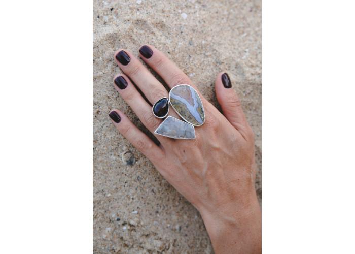 Кольцо с агатом переливтом, лунным камнем и яшмой // серебро