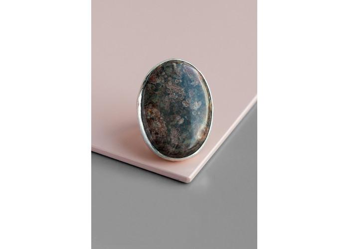 Кольцо с овальным кораллом // серебро