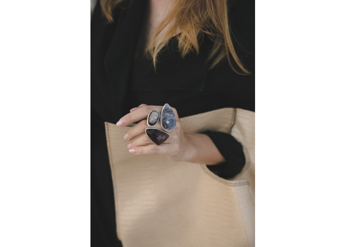Кольцо с флюоритом, солнечным и лунным камнем // серебро