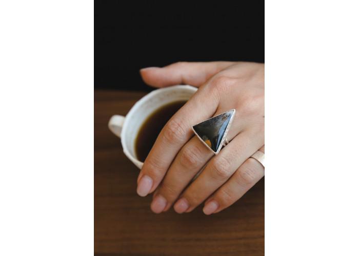 Кольцо с треугольным моховым агатом // серебро