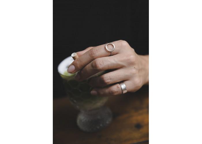 Кольцо с мятым кругом // серебро