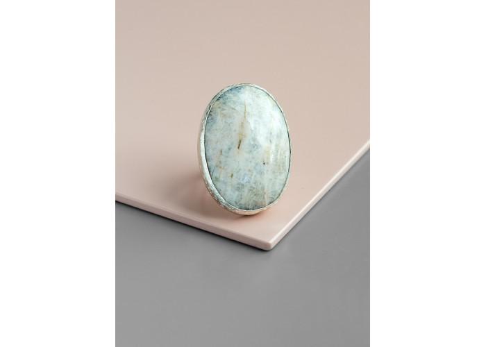 Кольцо с овальным лунным камнем // серебро