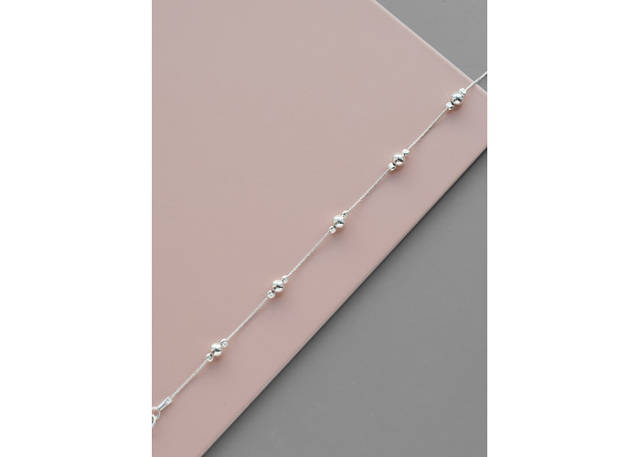Браслет на цепочке с серебряными бусинами // серебро
