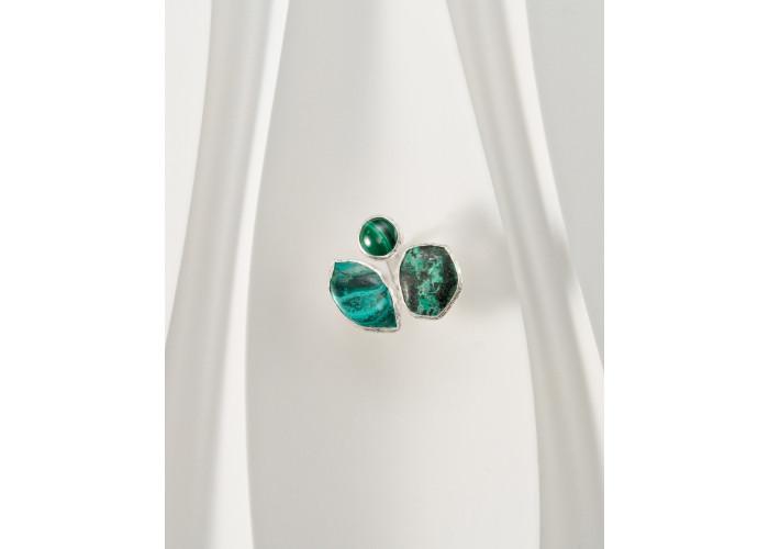 Кольцо с тремя камнями малахита // серебро