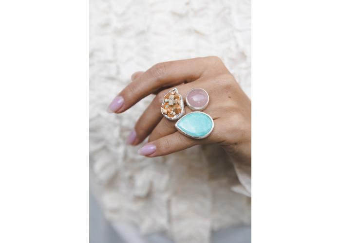 Кольцо с амазонитом, розовым кварцем и альбитом в полевом шпате // серебро