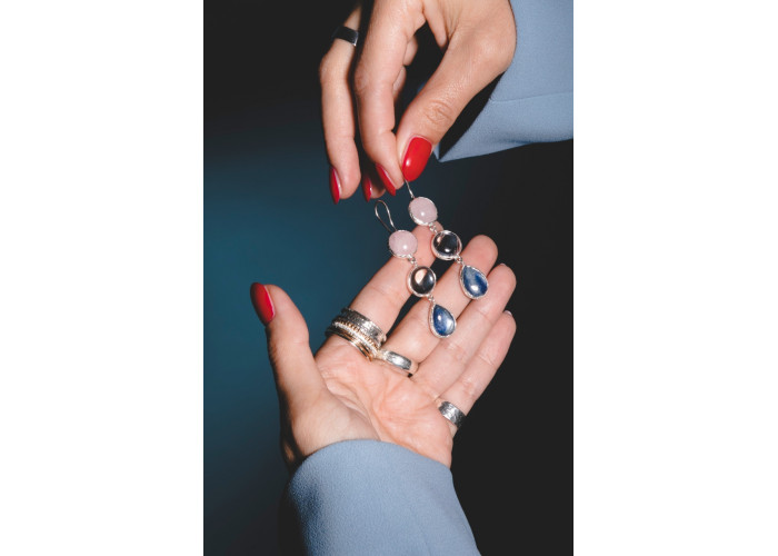 Серьги-мобили с розовым кварцем, горным хрусталём и кианитом // серебро