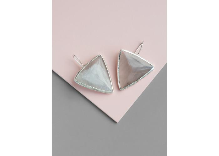 Серьги с треугольным кварцем с актинолитом // серебро
