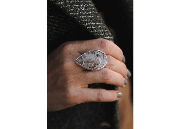 Кольцо с каплей лунного камня // серебро