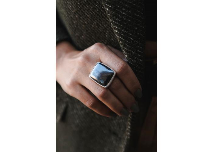 Кольцо с прямоугольным гематитом // серебро