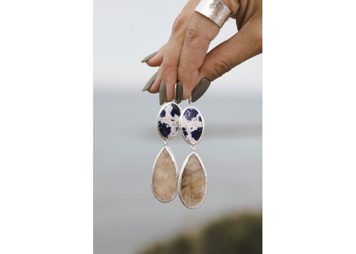 Серьги с лазуритом и каплей лунного камня // серебро