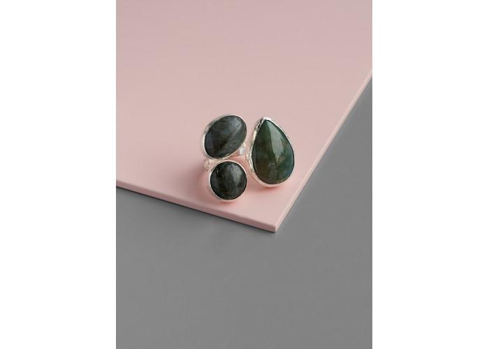 Кольцо с яшмой и двумя лабрадоритами // серебро