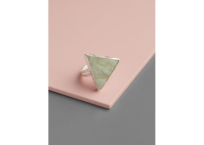 Кольцо с треугольным везувианитом // серебро