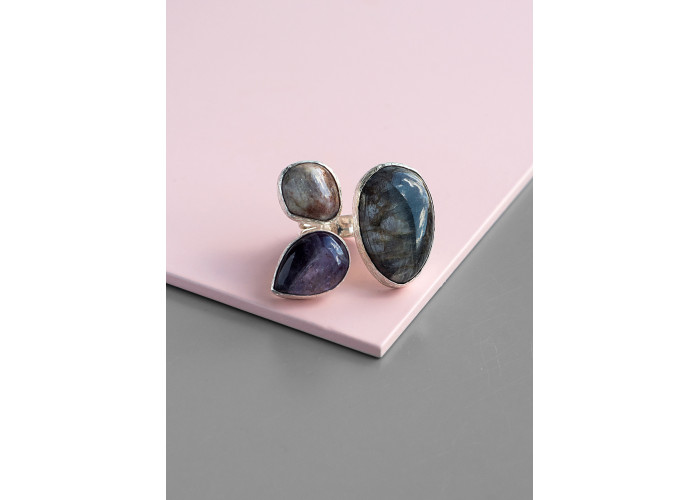Кольцо с солнечными камнями и аметистом // серебро